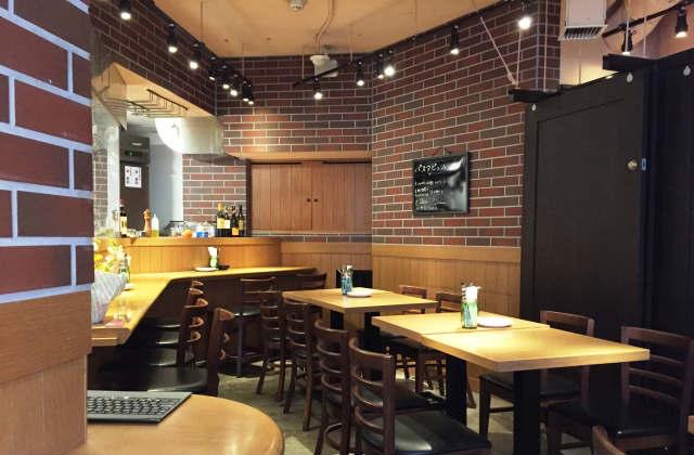 飲食店のホール風景