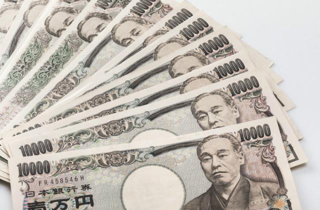 1万円札の束