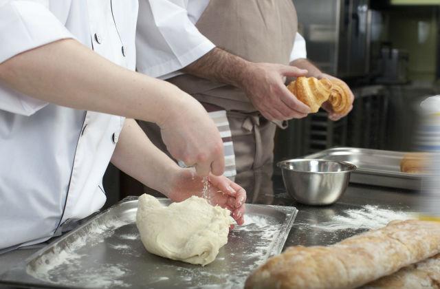 パンを作る職人