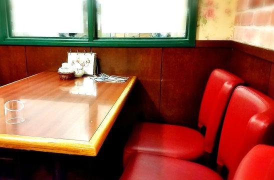 レストランのテーブル席