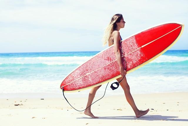 有給でサーフィンにきた女性